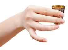 Hand hält wenig Metall Glas mit Geist stockfoto