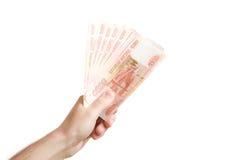 Hand halten heraus russisches Geld an Stockbild