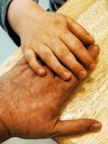 Hand an Hand lizenzfreies stockbild