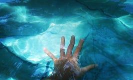 Hand & hav Fotografering för Bildbyråer