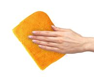 Hand het afvegen oppervlakte met oranje die vod op wit wordt geïsoleerd Stock Foto's