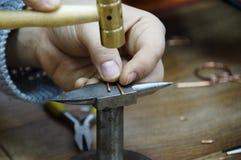 Hand - het gemaakte werk met draad in draad Royalty-vrije Stock Foto