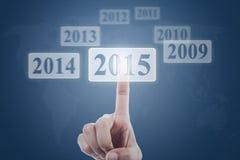 Hand het klikken nummer 2015 op het virtuele scherm Stock Foto