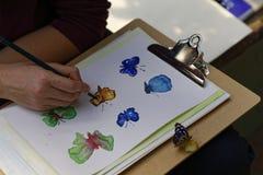 Hand het schilderen vlinders Stock Afbeeldingen