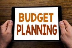 Hand het schrijven de Begroting van de teksttitel Planning Bedrijfsconcept voor het Financiële In de begroting opnemen Geschreven Royalty-vrije Stock Foto