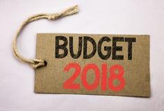 Hand het schrijven de inspiratie die van de teksttitel Begroting 2018 tonen Bedrijfsconcept voor Huishouden die boekhouding gesch Stock Foto's