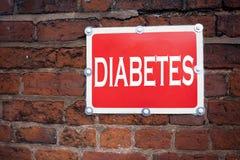 Hand het schrijven de inspiratie die van de teksttitel Diabetesconcept tonen die Ziekte betekenen Medische die Insuline op oud Si stock foto