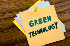 Hand het schrijven de inspiratie die van de teksttitel Groene Technologie tonen Bedrijfsdieconcept voor campagne, op kleverig not Stock Afbeeldingen
