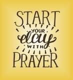 Hand het van letters voorzien Begin uw dag met gebed vector illustratie