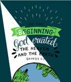 Hand het van letters voorzien met bijbel berijmt God creeerde in het begin de hemel en de aarde ontstaan royalty-vrije illustratie