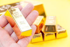 Hand hold gold bars Royalty Free Stock Photos