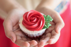 Hand hold valentines cupcake Stock Images