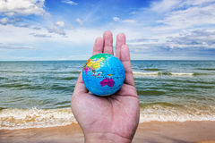 Hand hold world landscape ocean sky horizental line Stock Photography
