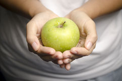 Hand holding apple fruit Royalty Free Stock Images
