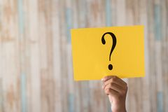 Hand holding a paper note with question mark Royalty Free Stock Photos