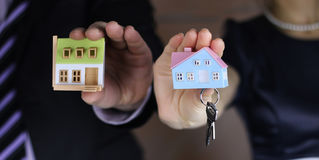 Hand house agent Royalty Free Stock Photos