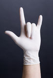 Hand i latexhandske royaltyfri bild