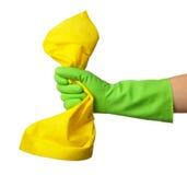 Hand im Gummihandschuh hält Reinigungslappen an Lizenzfreies Stockfoto