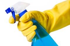 Hand im Handschuh mit Sprayflasche Stockfoto