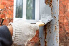 Free Hand In Rag Glove Painting Primer Anti Rust On Steel Poles For Construction Stock Photos - 90864793