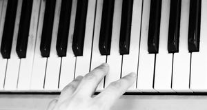 Hand and keyboard instrument Royalty Free Stock Photography