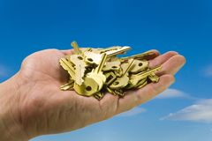 Hand and keys on sky I Royalty Free Stock Photography