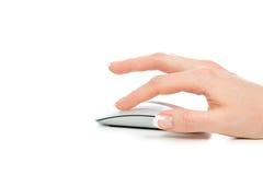Hand klickar på modern datormus Arkivbild
