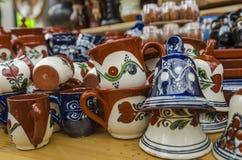 Hand målad rumänsk keramik royaltyfri bild