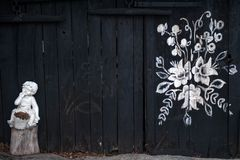 Hand-m?lade hus med blom- motiv, royaltyfria bilder