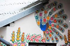 Hand-m?lade hus med blom- motiv, arkivbild