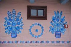 Hand-m?lade hus med blom- motiv, royaltyfri bild