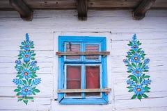 Hand-m?lade hus med blom- motiv, fotografering för bildbyråer