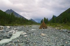 Hand made hut in the dried river bed in Belukha mountain national park. Yarloo valley. Altai mountains stock photography