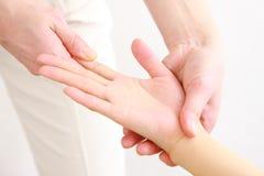Hand massagen Royaltyfria Bilder