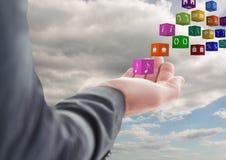 hand med applikationsymboler som kommer upp från den 1 bakgrund clouds den molniga skyen Royaltyfri Bild