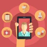 Hand med den smarta telefonen - telemedicinebegrepp Arkivbild