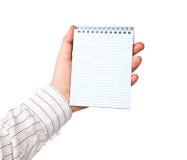 Hand med en anteckningsbok Arkivbilder