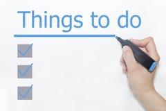 Hand med en markörhandstil 'saker som ska göras', arkivbild