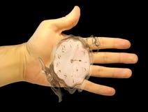 Hand med en watch som visar flödande-bort tid Royaltyfri Fotografi