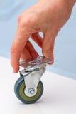 Hand med gummihjul för möblemang Arkivbild
