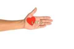 Hand med hjärta- och bokstavsFÖRÄLSKELSE Arkivfoto