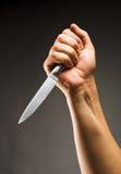 Hand med kniven Arkivfoto