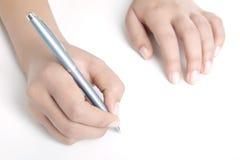 Hand med pennan Arkivbild