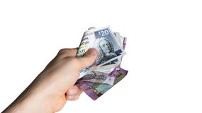 Hand med skotsk pengarbestickning, lönkassa som ger pengar, korruptionbegrepp Arkivfoto