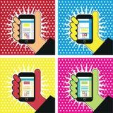 Hand med symbol för massmedia för illustration för mobiltelefonpopkonst socialt Royaltyfri Bild