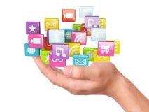 Hand med symboler för applikationprogramvara samla ihop kommunikationsbegreppskonversationer som har medelfolksamkväm Royaltyfria Foton