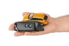 Hand med tangenter och bilen Arkivfoton