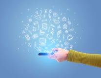 Hand med telefonen och utdragna kontorssymboler Fotografering för Bildbyråer