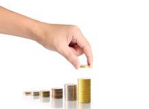 Hand menselijke hand die muntstuk zetten aan geld Royalty-vrije Stock Foto