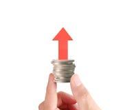 Hand menselijke hand die muntstuk zetten aan geld Royalty-vrije Stock Fotografie